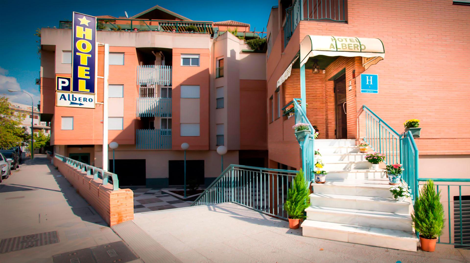 Entrada al hotel Albero